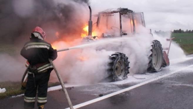 Вспыхнувший в Кадошкино трактор спасали 3 пожарных