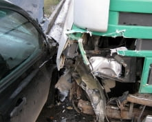 В Мордовии при столкновении грузовика и легковушки погибли двое