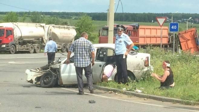 В Мордовии автоледи «влетела» в КАМАЗ, есть жертвы