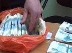 Большинство взяточников в Мордовии – работники контролирующих органов, а  средняя сумма взятки - больше 25 тыс. рублей
