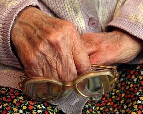 В Саранске внучка пыталась задушить бабушку