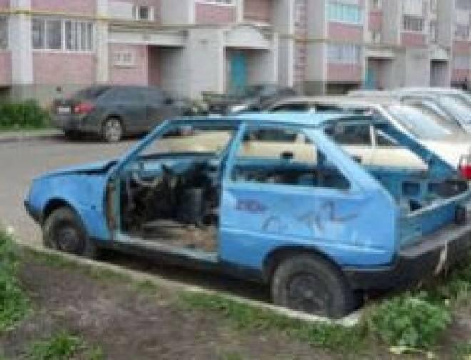 В Саранске эвакуируют брошенные автомобили