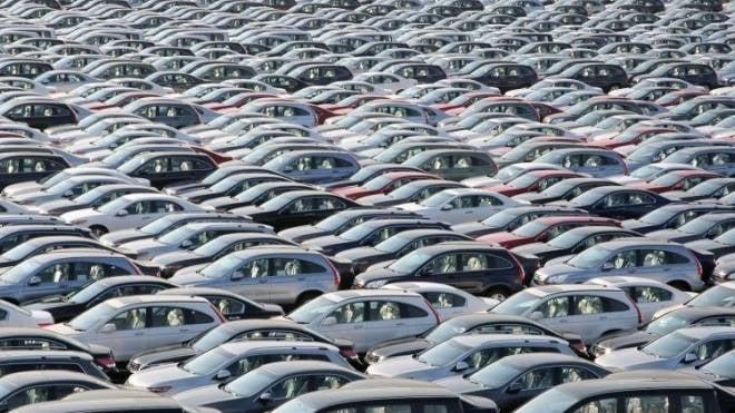 На 1000 россиян приходится 284 легковых автомобиля