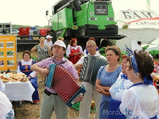 В Мордовии устроят гонки на тракторах