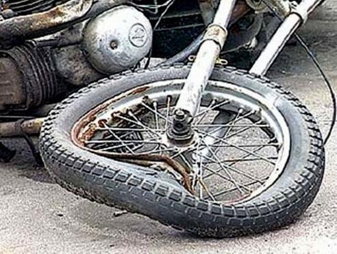В Мордовии мотоциклист без прав «снёс» две машины
