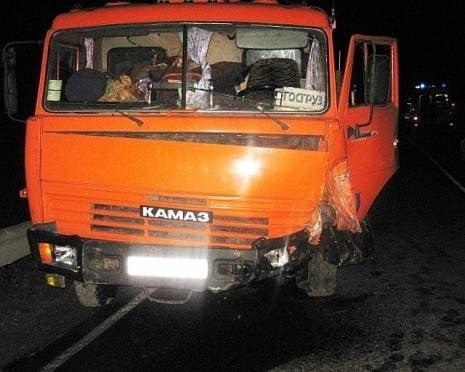 В Мордовии пьяный водитель без прав влетел в КАМАЗ