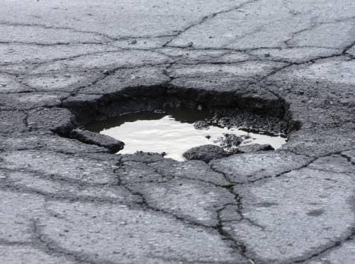 Выбоины на саранских дорогах в разы превышают предельно допустимые показатели