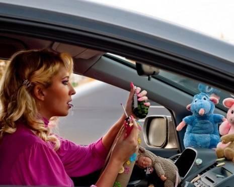 В Мордовии автоледи въехала в припаркованный грузовик