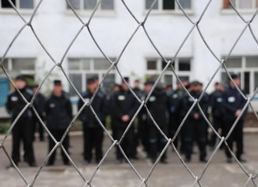 В Мордовии осужденному насильнику не дали поболтать по телефону
