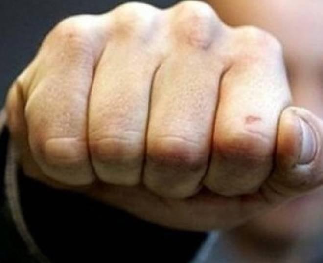 Пьяный житель Саранска накинулся с кулаками на незнакомок