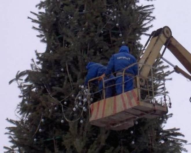 В Саранске установили главную новогоднюю елку