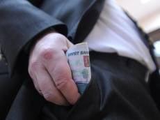 В России труд федеральных чиновников стал дороже
