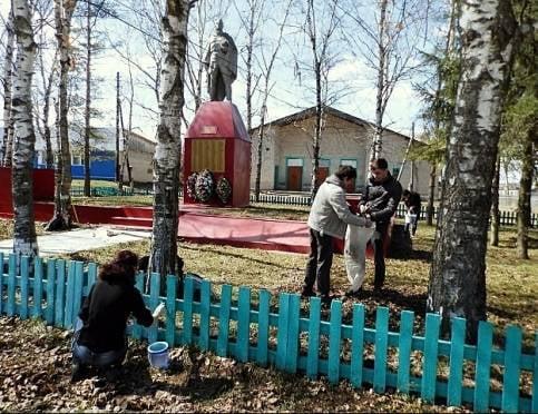 Мордовские студенты наводят порядок у памятников ВОВ