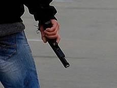 Испуганный житель Саранска решил избавиться от пистолета на глазах у полиции