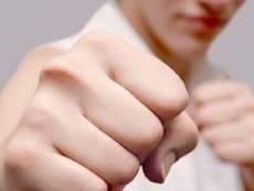 Житель Мордовии накинулся с кулаками на охранника магазина