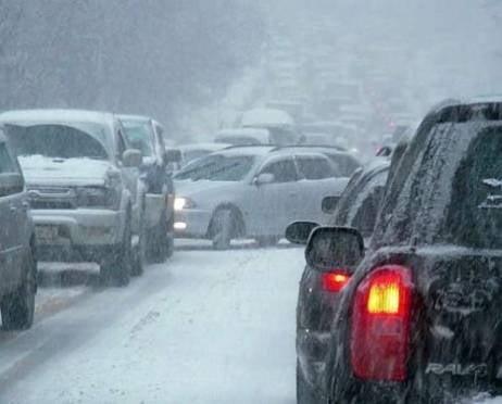 Сильный снегопад вызвал транспортный коллапс в Саранске