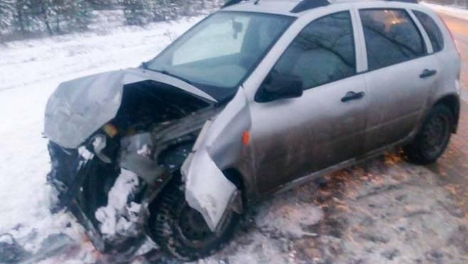 Дама на «Калине» в Саранске протаранила столб, пострадал 1 человек