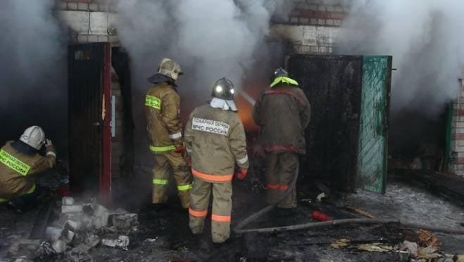 В Рузаевке вспыхнули гаражи