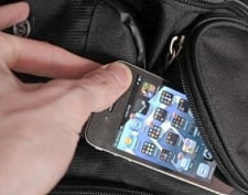 Саранский студент вместе с племянниками из детского сада прихватил чужой телефон