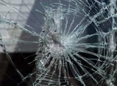 В Мордовии пьяный инкассатор на иномарке влетел в железобетонное ограждение