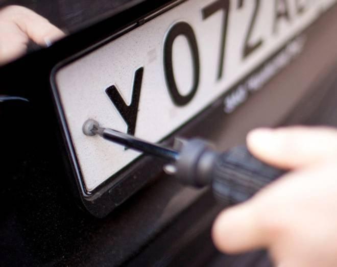 Житель Мордовии не хотел платить таможенную пошлину и «перепутал» номера автомобилей