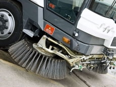 В Саранске водитель и пассажир «Лады» попали в больницу после столкновения с уборочной машиной