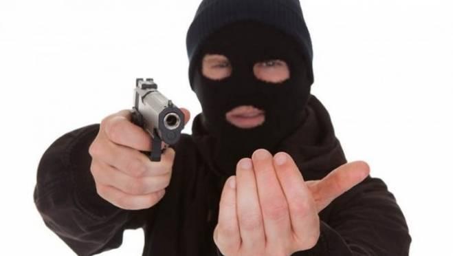 В Мордовии разбойник избил продавца бутылкой спиртного и забрал всю выручку