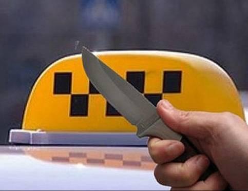 В Мордовии недовольный пассажир с ножом угнал авто у женщины-таксиста