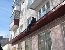 В Саранске пожилого мужчину пришлось вызволять с крыши магазина
