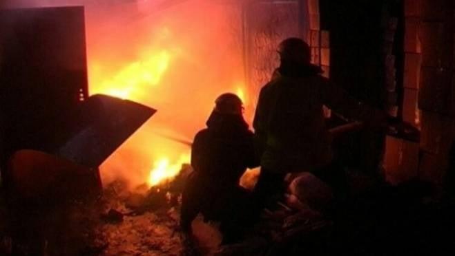 Ночью в Мордовии вспыхнули гараж и машина, есть пострадавший