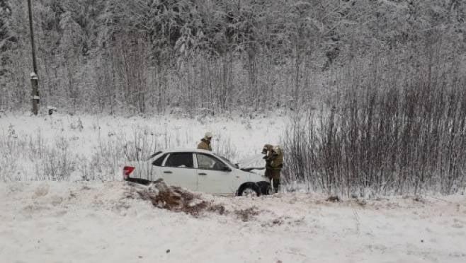После столкновения с «Хэндай» водитель «Лады» в Мордовии вылетел в кювет