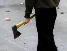 Житель Мордовии сбил, ударил и пытался зарубить полицейского