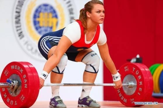 Мордовская тяжелоатлетка потягает железо в США