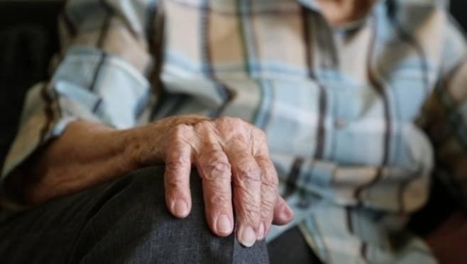 Испуганная пенсионерка в Мордовии едва не зарезала вооруженного супруга