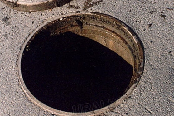 В Мордовии школьник провалился в канализационный люк