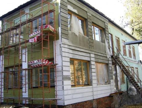 Мокрый фасад: утепление каменного дома под штукатурным слоем