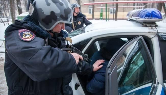 Два уголовника в Саранске изнасиловали 21-летнюю девушку и зверски избили её брата