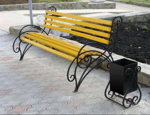 Мэр Саранска призвал коммунальщиков позаботиться о скамейках и урнах