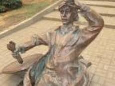 В Саранске появился  памятник водопроводчику