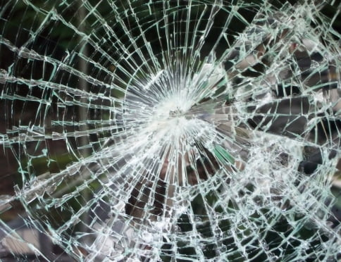 В Саранске горе-угонщика выдало разбитое стекло