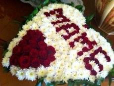 Саранских мам задарят цветами прямо на улице
