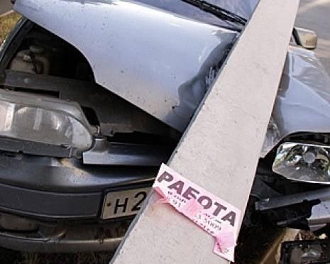 В Саранске пьяный автомойщик въехал в столб на угнанной машине