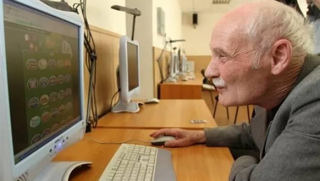 В Мордовии пенсионеров обучают быть он-лайн