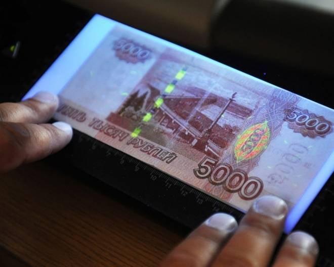 """В Мордовии полицейские """"расплачивались"""" фальшивками"""