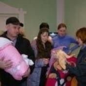 Госавтоинспекция Мордовии дарит новорожденным автокресла