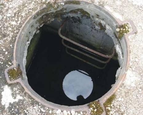 В Мордовии в канализационном колодце задохнулись трое мужчин