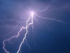 В Мордовии мать и сын потушили пожар после удара молнии