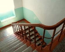 В Саранске директор школы ответит за падение первоклассницы с третьего этажа
