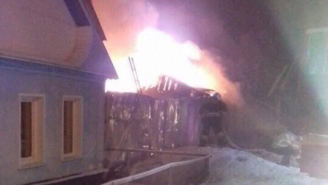 Жилой дом загорелся ночью в Саранске