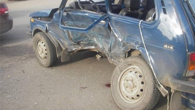 Невнимательный водитель «Нивы» устроил в Ельниковском районе ДТП с пострадавшим